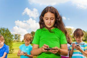 texting child